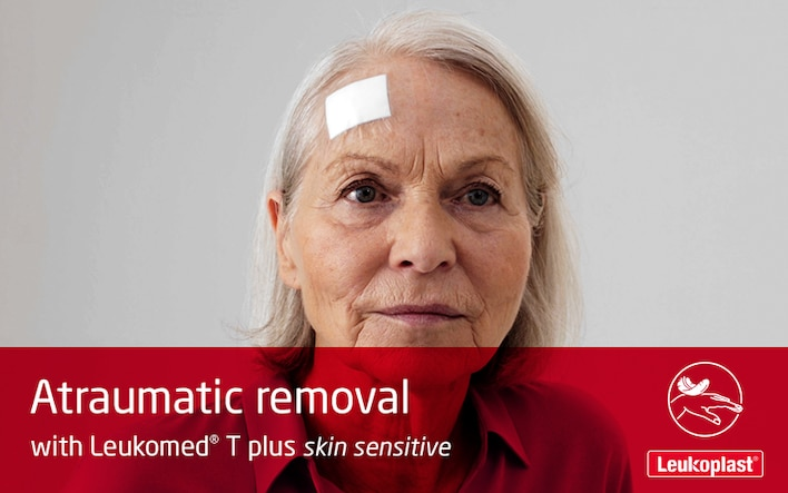 This video demonstrates how dressings can be removed from fragile skin without skin tears. An HCP is shown painlessly peeling a Leukomed T plus skin sensitive dressing from an elderly woman's forehead.